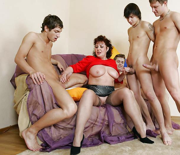 Красивые мамки в групповушке радуют законных мужей