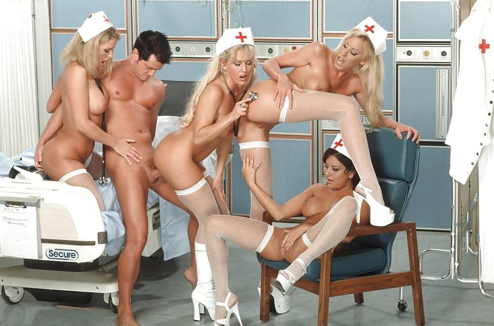 Сексуальные медсёстры ублажили врачей порно фото бесплатно