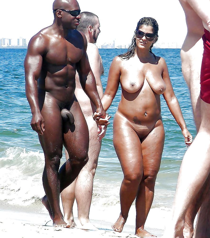 Негры Нудисты На Пляже Фото