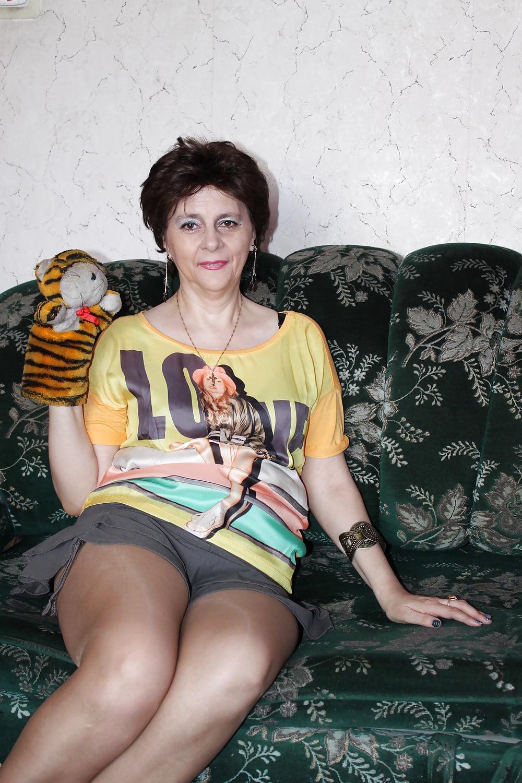 Брюнетку жёстка наказали членом порно фото