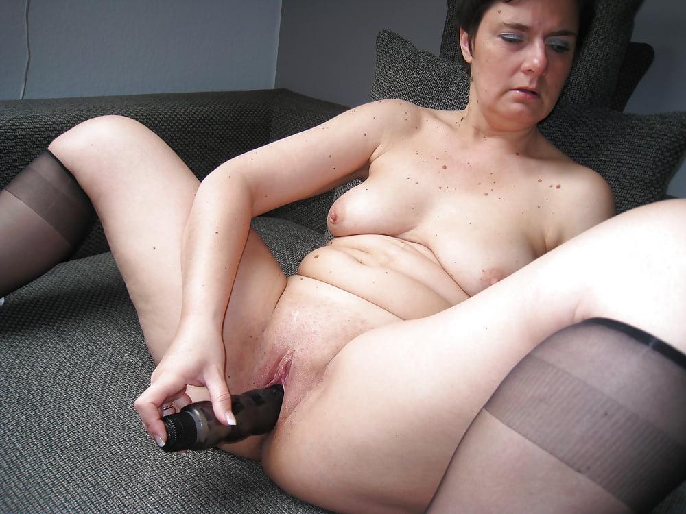 Black mom seduces girl