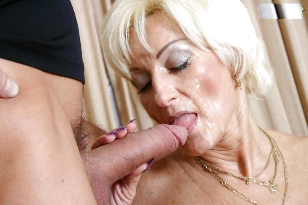 Sexy Mature Does Anal Ass To Mouth And Twerking