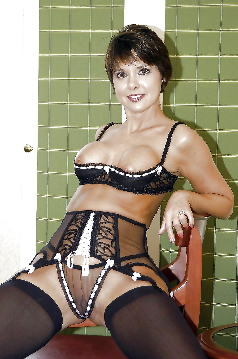 sexy-mom-in-lingerie