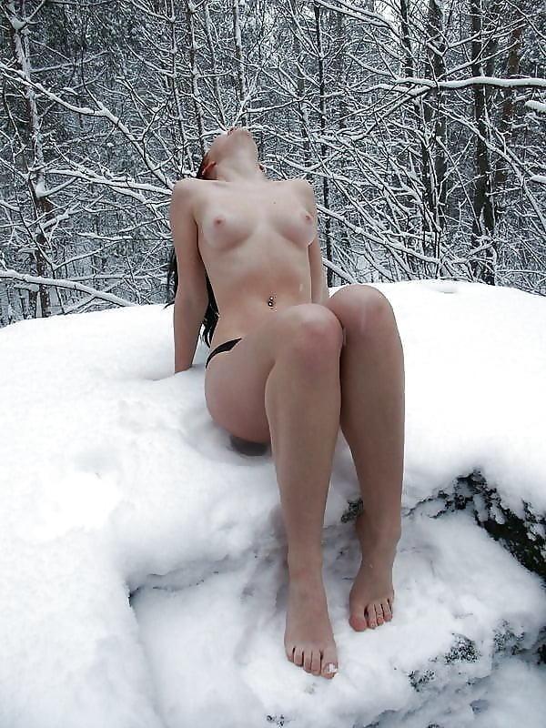 люблю видео голые бабы зимой в снегу что сидя