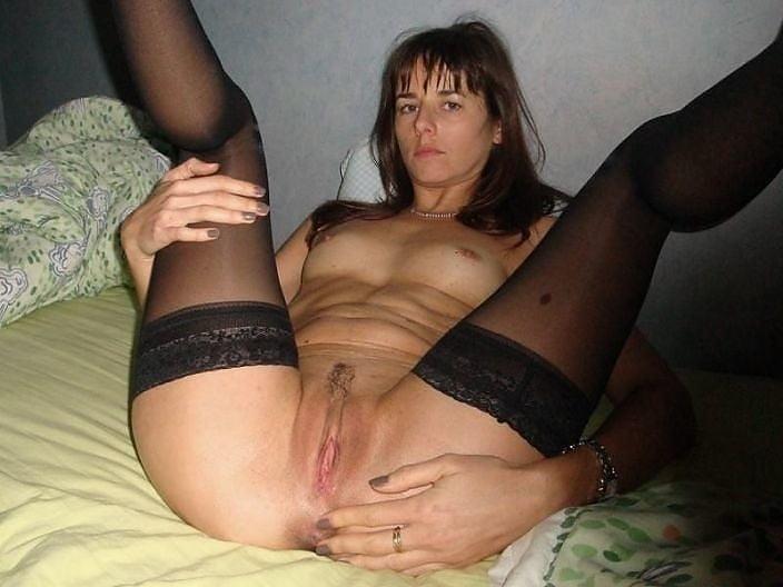 Моя жена давалка фото, подсмотрел как голая вяжет