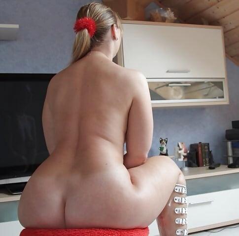 Big bottom on naked girls