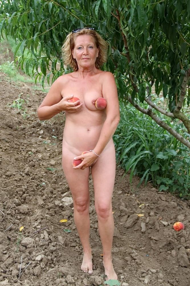 Wemon mit harten Nippeln