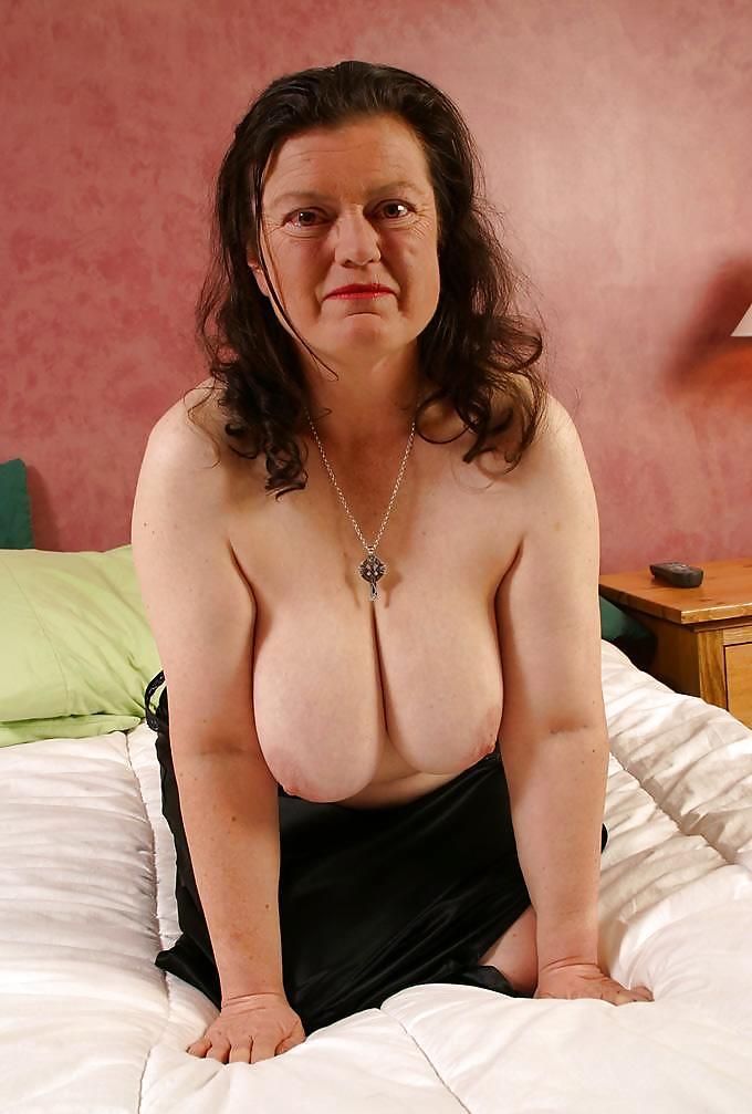 Смотреть видео большие груди пожилых женщин, фото в возрасте женщины голые