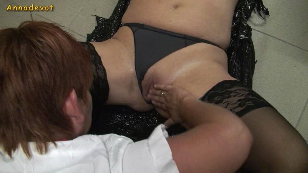 Slave cunt brought to orgasm - 15 Pics