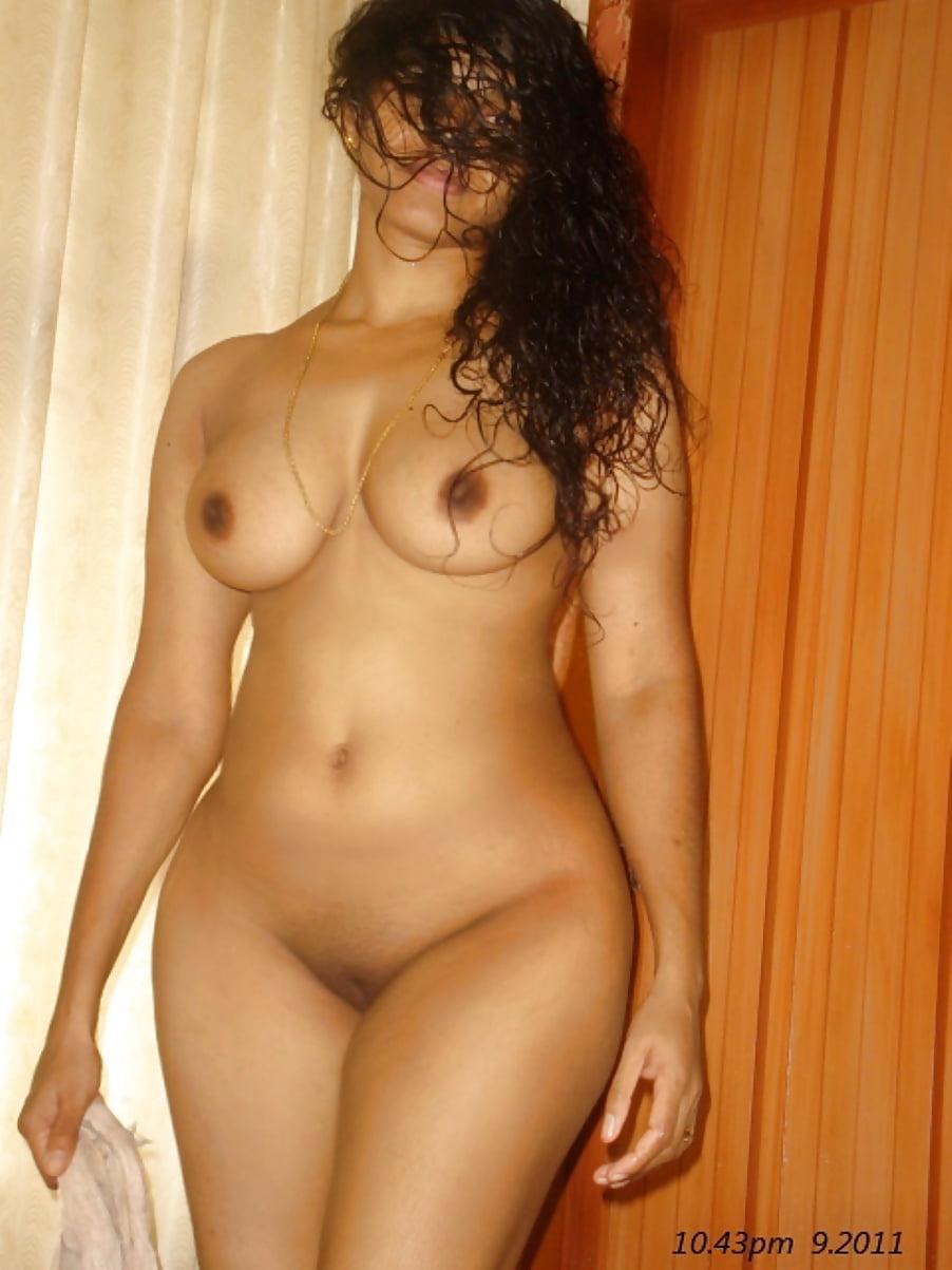 Indian bhabhi sex big tits curvy ass exposed