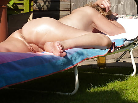 Milfy enjoying sun