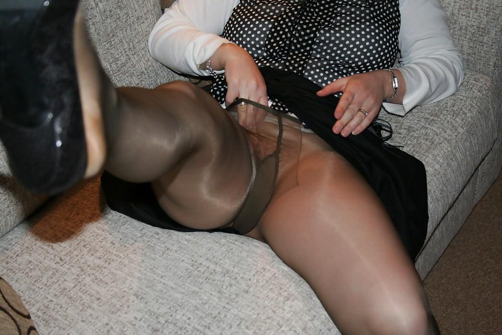 Pantyhoseimages jeny flashing pantyhose on a party