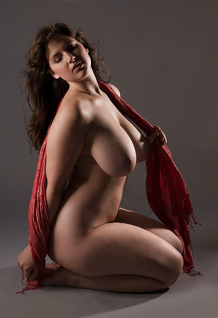 Curvy woman nude pic 10