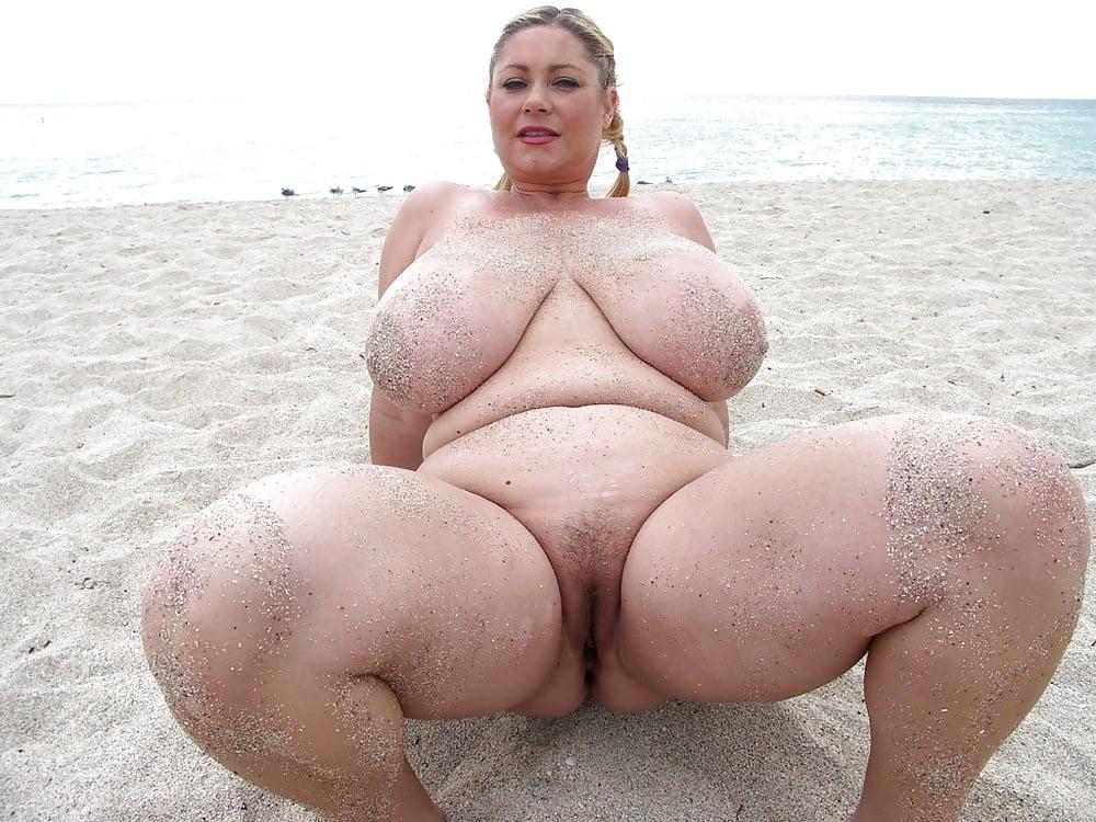 Большие женщины на пляже порно, фото раздвинутые попки порно
