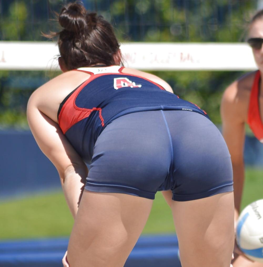 Volleyball girls sweaty crotch — pic 10