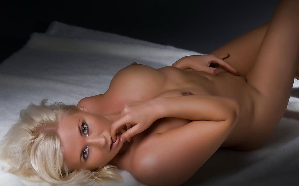 На рабочий стол голые зрелые женщины, большая грудь порнокопилка