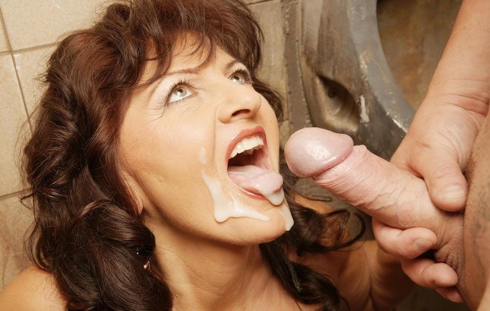 Смотреть порно зрелые глотают сперму, красивые фотографии грудей