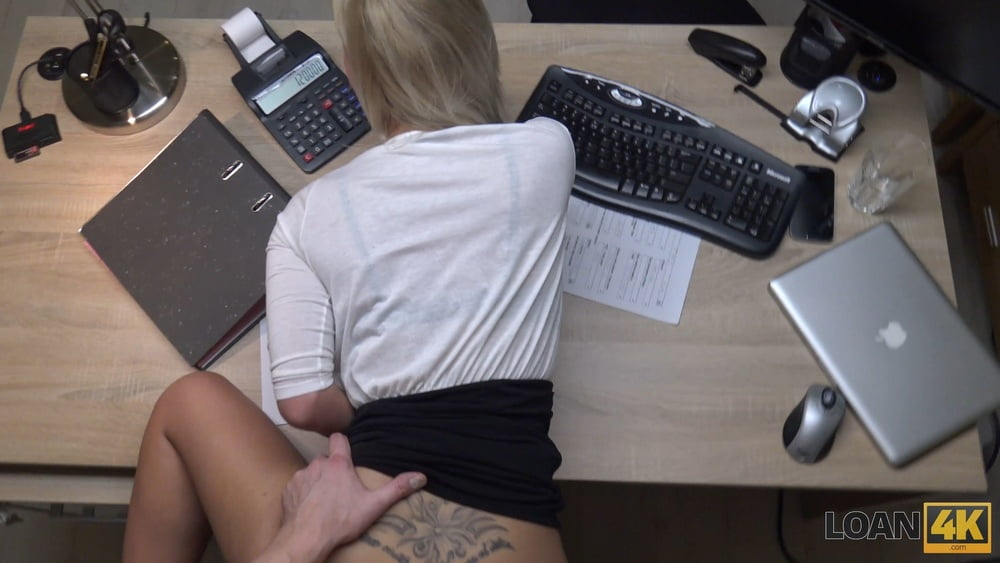 No driver license, yes sex with loan agent - 16 Pics