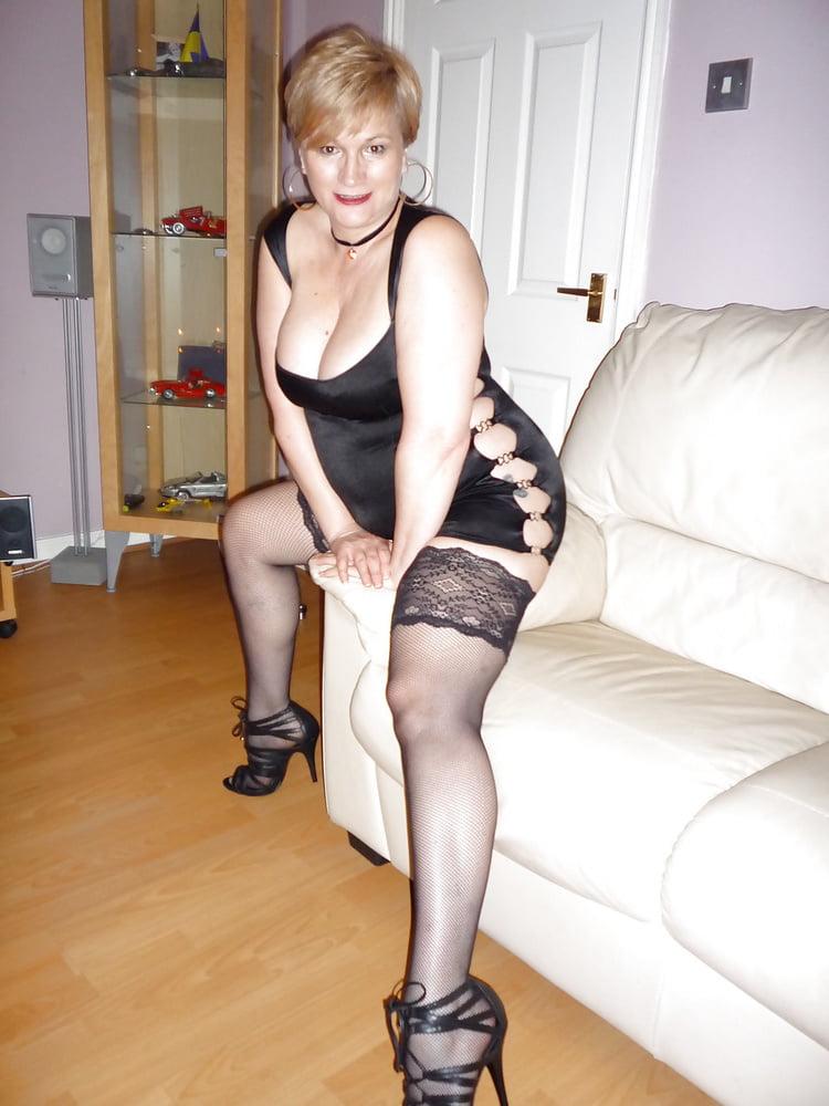 Blonde milf love to dress slutty