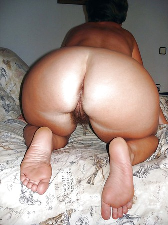 Bikini tan feet