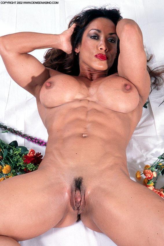 Порно сквирт бодибилдерш, женщина сует предметы в дырки фото