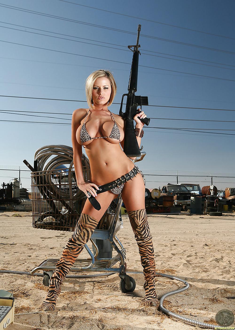 сущности, эротическое фото девушек с оружием увидел свой авианосец