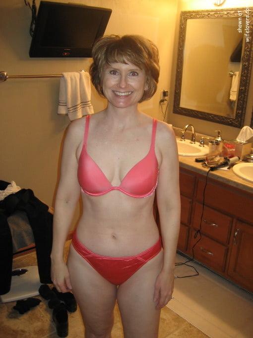 Sexy aunty in bathroom-4423