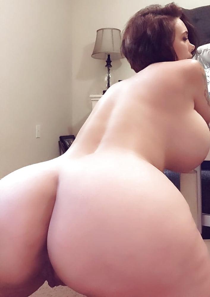 Hot aunt milf with big tits - 39 Pics