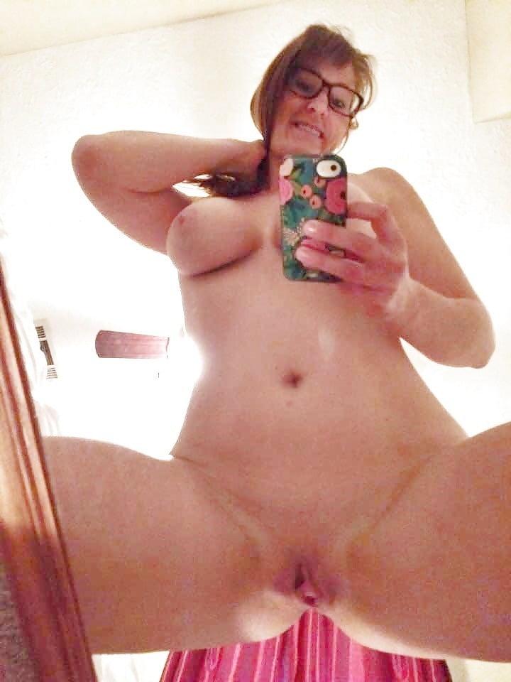 Beine Breit Fotze Selfie Private Nackt Selfies Nude Pink Dino 1