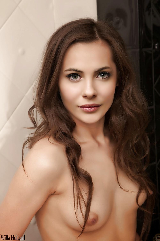 Willa Holland Naked Nude Celebrity Photos