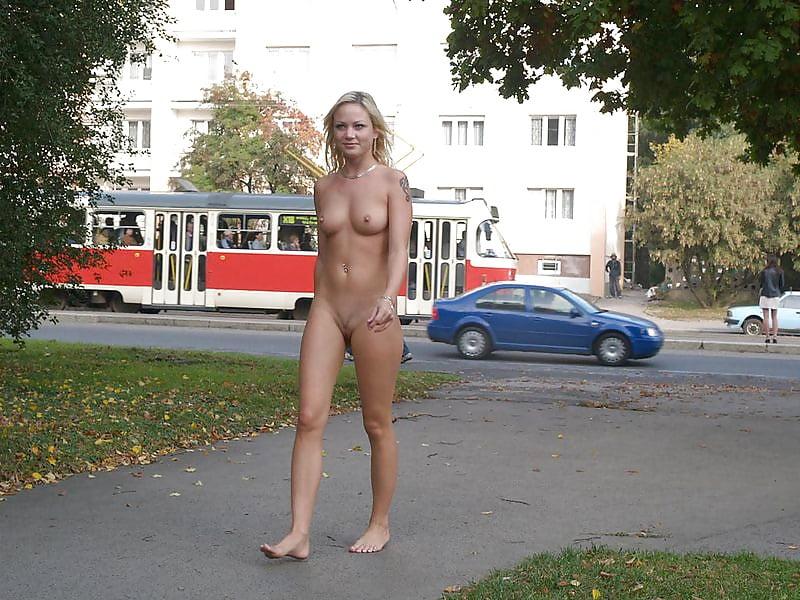 раздели наголо на улице видео онлайн проститутку одессе