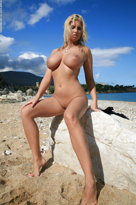 голые телки с большими сиськами на пляже - 2