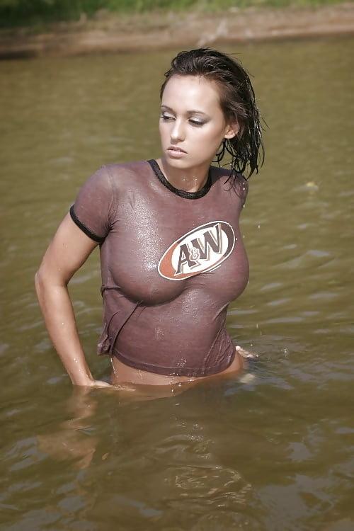 wet hot naked girls