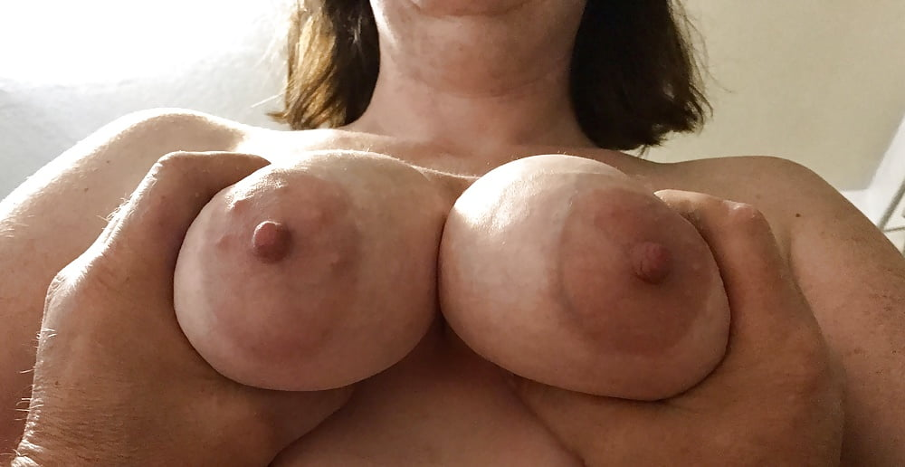 Hot moms who love to suck dick