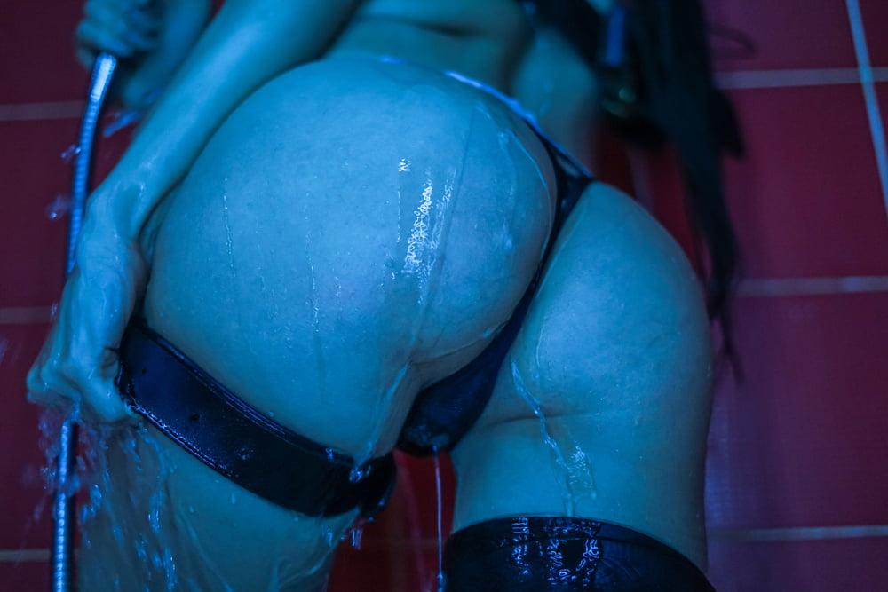 Wet girl - 17 Pics