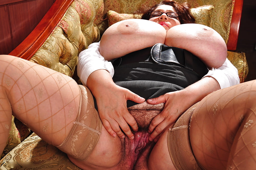 Thick and hairy women-2640
