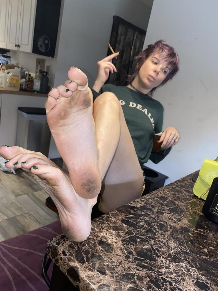 Big Dirty Feet - 24 Pics