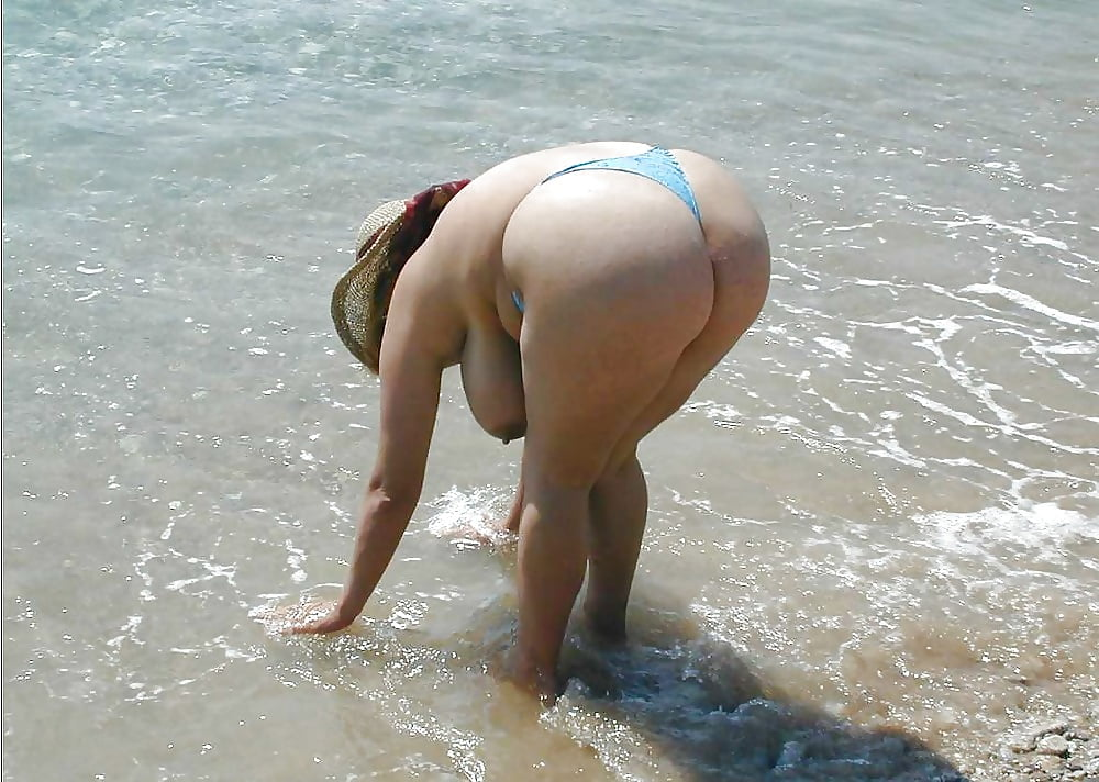 Naked sexy chubby ass in the beach popular female midget