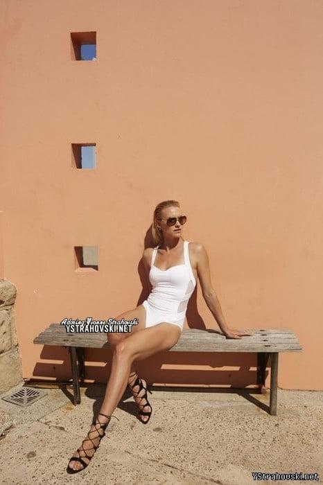 Sexy Yvonne Strahovski - Outtakes - 55 Pics