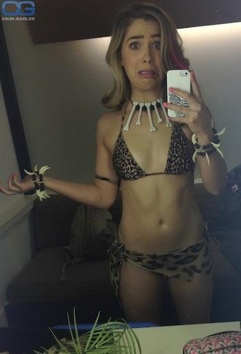 Haley Lu Richardson Nude