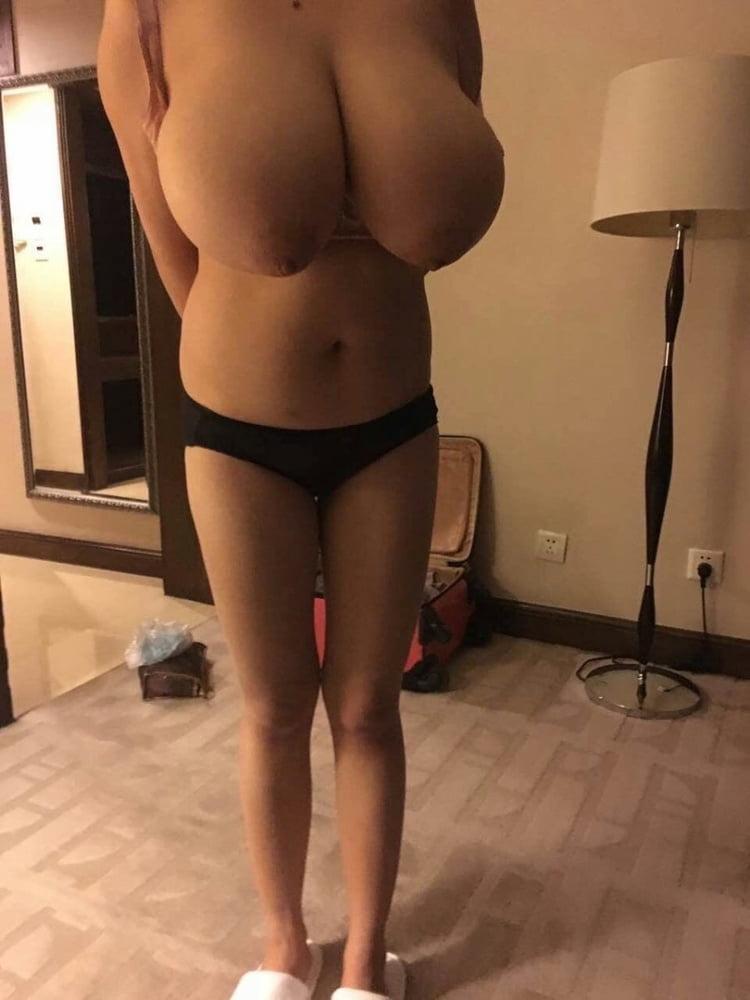 Super monster huge tits - 12 Pics