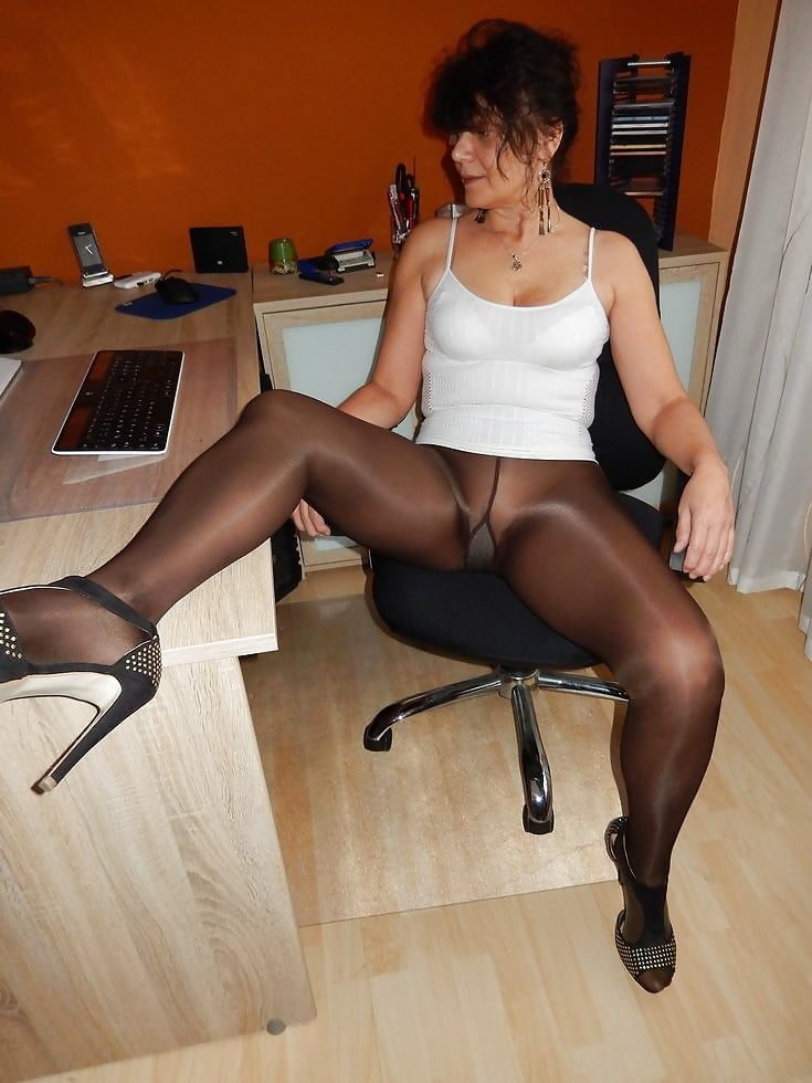 sexy-mature-tights-porn-milfs-with-barly-leagal