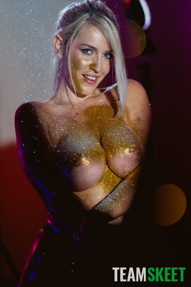 Marica Chanelle - Shiny Pair - 128 Pics