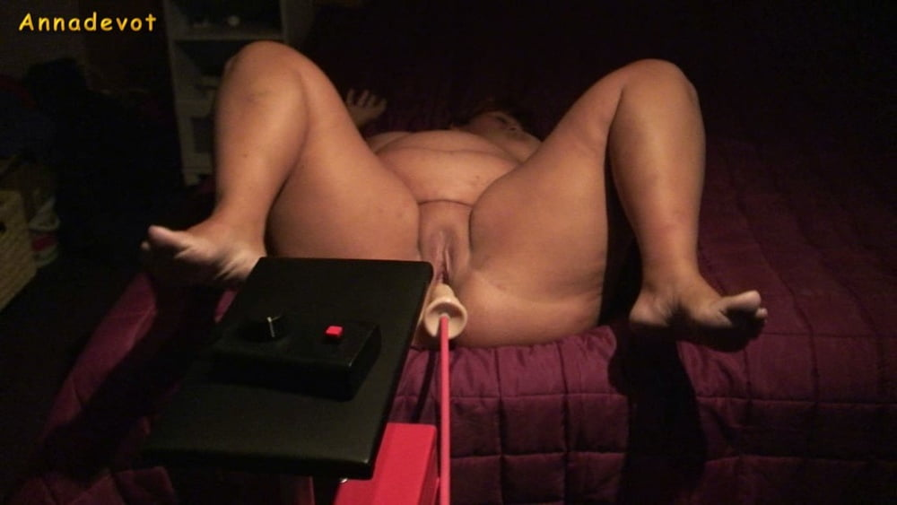 With spread legs fucked by the fucking machine - 15 Pics