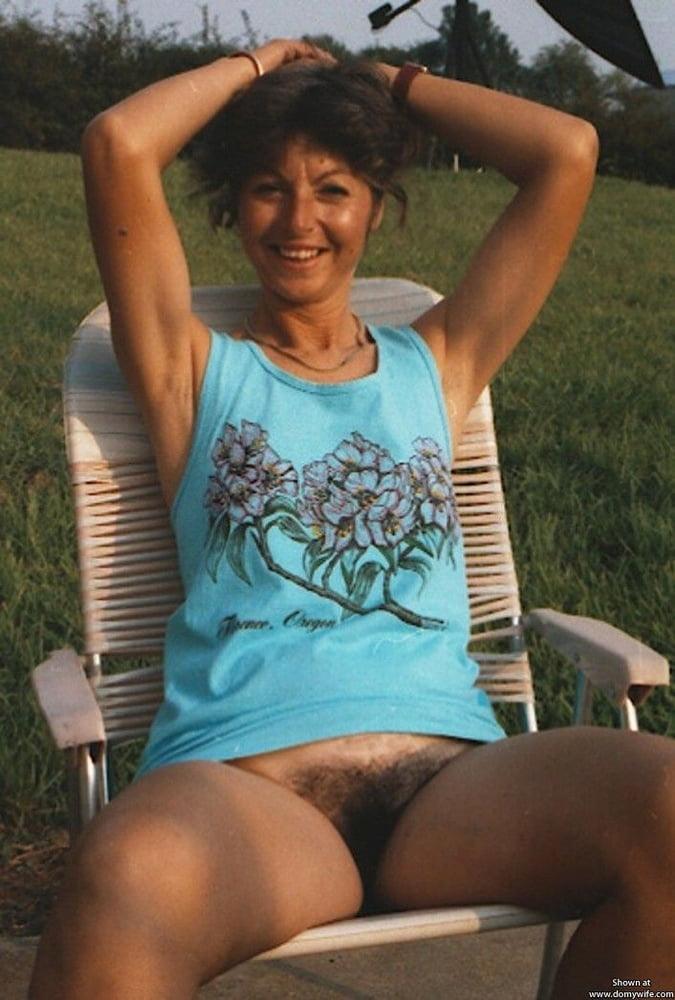 Ретро под юбкой без трусов секс колготках трусах