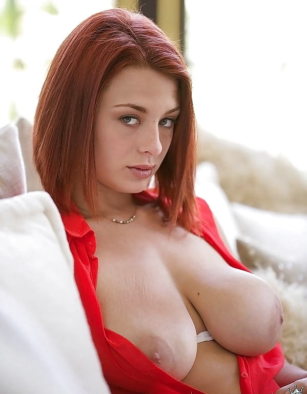 Nerdy redhead with big boobs getting too horny on photo chat