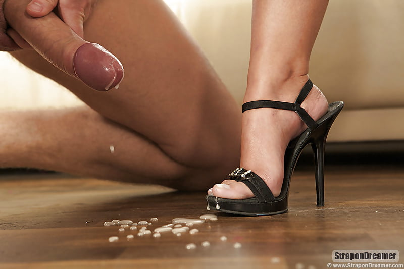 Кончил в туфли госпожи
