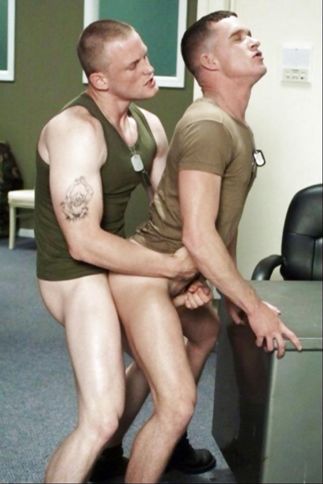 порно армейские моряки дрочат знаю