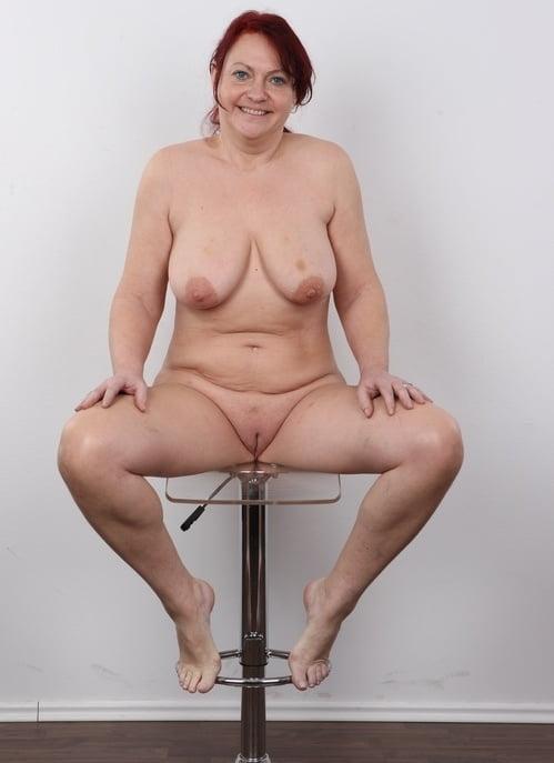 порно кастинг жирных походя мимо зеркала