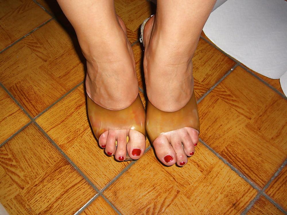 Lesbian sweaty feet